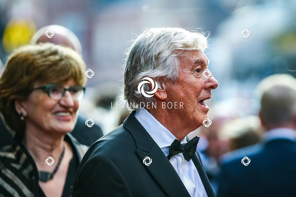 AMSTERDAM - De Nederlandse premiere van Elle, de nieuwste film van regisseur Paul Verhoeven. Met hier Paul Verhoeven en zijn vrouw Martine Tours op de rode loper. FOTO LEVIN & PAULA PHOTOGRAPHY