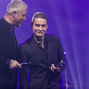 NLD/Amsterdam/201702013- Edison Pop Awards 2017, Dauwe Bob wint award in de categorie Pop
