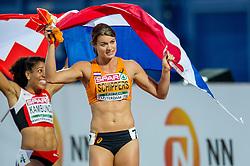 08-07-2016 NED: European Athletics Championships day 3, Amsterdam<br /> Dafne Schippers heeft in Amsterdam haar Europese titel op de 100 meter geprolongeerd. De 24-jarige Utrechtse was voor een uitverkocht Olympisch Stadion in de finale veel te sterk voor de concurrentie. Schippers zegevierde in 10,90 seconden. Derde werd de Zwitserse Mujinga Kambundji