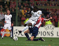 Fotball, Manchester United's Andy Cole and Lille's Pascal Cygan.