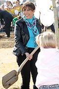 Prinses Máxima bij Nationale Viering van de 55ste Boomfeestdag in Oeffelt. Princess Maxima at the National Celebration of the 55th Boomfeestdag ( plant a tree day )in Oeffelt.<br /> <br /> Op de foto / On the photo: