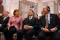 """24 MAR 2007, BERLIN/GERMANY:<br /> Horst Koehler, Bundespraesident, Angela Merkel, CDU, Bundeskanzlerin, und Joachim Sauer, Ehemann von A. Merkel, Jacques Chirac, Praesident Frankreich, (v.L.n.R.), vor einem Abendessen auf Einladung des Bundespraesidenten, im Rahmen des Treffens der Staats- und Regierungschefs der Europaeischen Union  anl. des 50. Jahrestages der """"Roemischen Vertraege"""", Schloss Bellevue<br /> IMAGE: 20070324-03-035<br /> KEYWORDS: Ehepartner, Horst Köhler, Gespraech, Gespräch"""