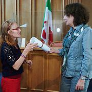 Remise du prix femmes et médias<br /> Salle du grand conseil<br /> Prix spécial «14 juin» décerné à la rédaction Le Courrier<br /> <br /> Neuchâtel, le 16 septembre 2020<br /> Photo: David Marchon