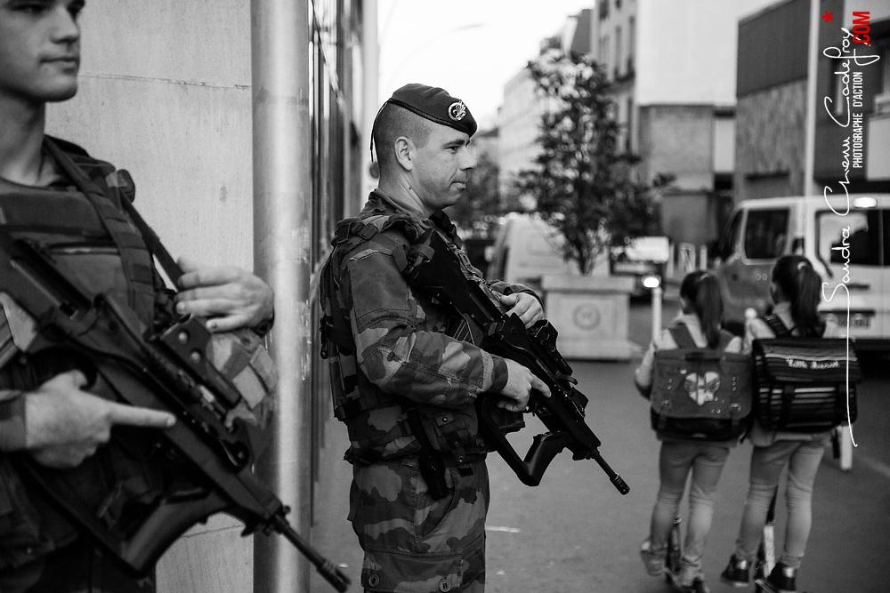 mardi 4 octobre 2016, 8h07, Montrouge. Militaires du 2ème Régiment Etranger d'Infanterie stationnés à un carrefour à proximité d'une école primaire le temps que la majorité des élèves soient rentrés dans l'établissement.