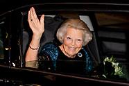 Prinses Beatrix der Nederlanden woont donderdagavond 31 augustus in het Zuiderstrandtheater in Den H