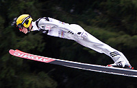 Hopp, 01.12.2001 Titisee-Neustadt, Deutschland,<br />Der Finne Lassi Huuskonen am Samstag (01.12.2001) beim Weltcup Skispringen in Titisee-Neustadt, Schwarzwald.<br />Foto: ÊJAN PITMAN/Digitalsport