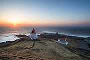 Beatiful sunset over Runde lighthouse, with the keeper house in the background   Nydlig solnedgang over Runde fyr, med fyrvokterhuset i bakgrunnen.