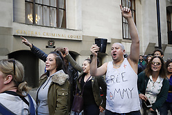 © Licensed to London News Pictures . 27/09/2018. London, UK. Protectors gather as former EDL leader Tommy Robinson (real name Stephen Yaxley-Lennon ) arrives at the Old Bailey , where he faces a retrial for Contempt of Court following his actions outside Leeds Crown Court in May 2018 . Robinson was already serving a suspended sentence for the same offence when convicted in May and served time in jail as a consequence , but the newer conviction was quashed by the Court of Appeal and a retrial ordered . Photo credit: Peter Macdiarmid/LNP