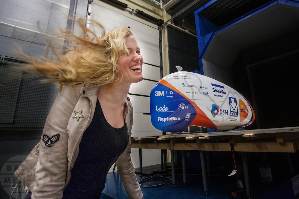 Christien Veelenturf, de vrouwelijke fietser, staat in de luchtstroom. In Delft test het Human Power Team Delft en Amsterdam (HPT) hun nieuwe fiets, de VeloX4, in de windtunnel. In september wil het HPT, dat bestaat uit studenten van de TU Delft en de VU Amsterdam, een poging doen het wereldrecord snelfietsen te verbreken, dat nu op 133,8 km/h staat tijdens de World Human Powered Speed Challenge.<br /> <br /> Christien Veelenturf, the female rider of the team, is standing in the wind. The Human Power Team Delft and Amsterdam (HPT) test their new bike, the VeloX4, in the wind tunnel in Delft. With the special recumbent bike the HPT, consisting of students of the TU Delft and the VU Amsterdam, also wants to set a new world record cycling in September at the World Human Powered Speed Challenge. The current speed record is 133,8 km/h.
