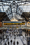 Many passengers in the main concourse of Liverpool Street Station. This station connects the railway lines with London Transport underground and bus depot.
