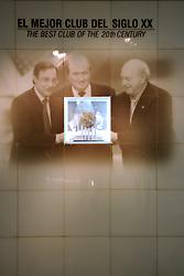 THEMENBILD, ESTADIO SANTIAGO BERNABEU, es ist das Fußballstadion des spanischen Vereins Real Madrid. Es liegt im Zentrum der Stadt Madrid im Viertel Chamartin. Seit der letzten Modernisierung im Jahr 2005 fasst es 80.354 Zuschauer und ist seit 14. November 2007 als UEFA-Elite-Stadion ausgezeichnet, der hoechsten Klassifikation des Europaeischen Fußballverbandes. Das Stadion wurde am 14. Dezember 1947 als Nuevo Estadio Chamartin mit 75.000 Plaetzen offiziell eroeffnet. Am 14. Januar 1955 stimmte die Mitgliederversammlung des Klubs für die Umbenennung des Stadions zu Ehren des damaligen Vereinspraesidenten Santiago Bernabeu, nach dessen Vision die Spielstaette gebaut wurde. Im Bild Vitrine mit der auszeichnung the best club of the 20th century. Bild aufgenommen am 27.03.2012. EXPA Pictures © 2012, PhotoCredit: EXPA/ Eibner/ Michael Weber..***** ATTENTION - OUT OF GER *****