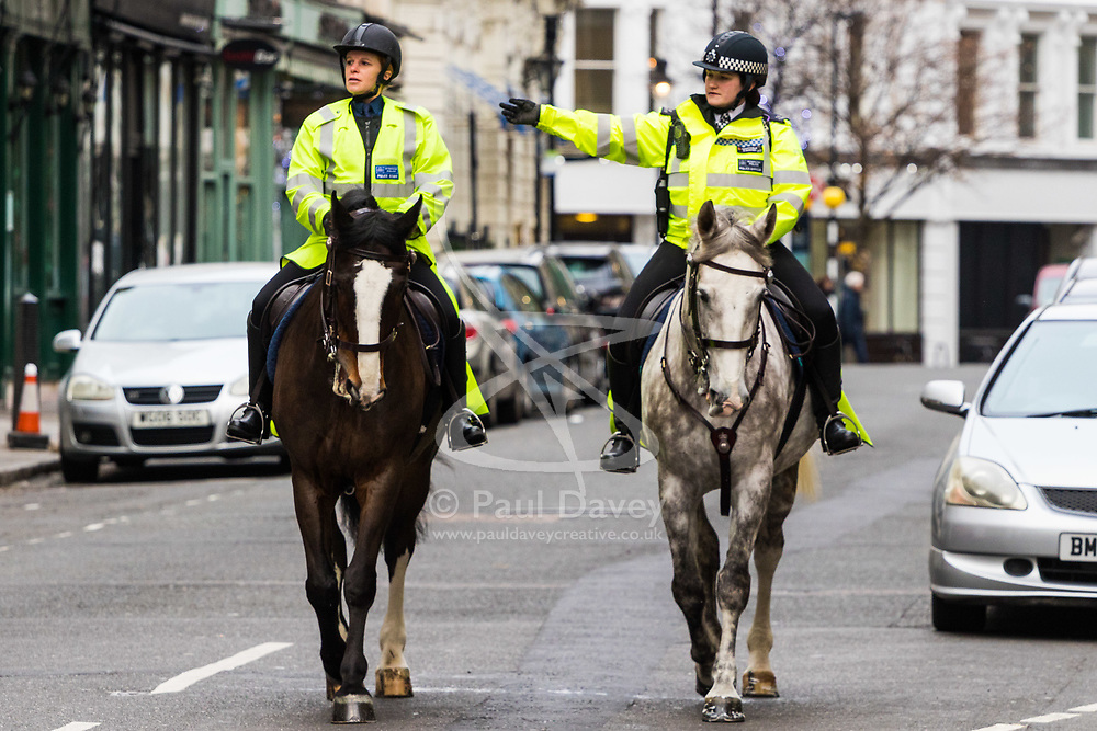 London, December 24 2017. Crowds grow in London's west end on Christmas eve as last minute shoppers hunt for gifts. PICTURED: Mounted police patrol the streets of Covent Garden. © SWNS