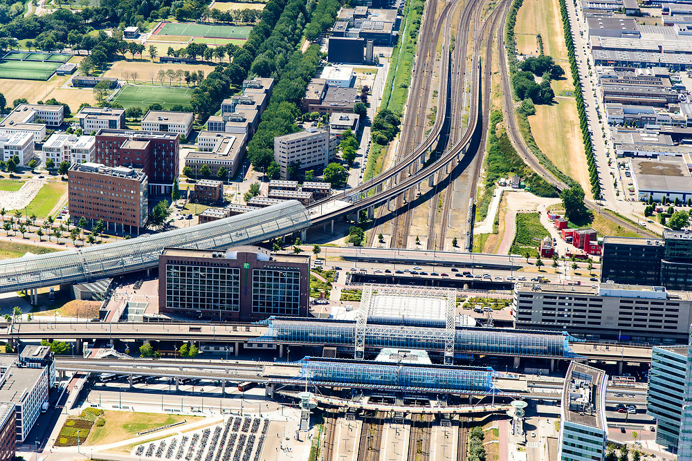 Nederland, Noord-Holland, Amsterdam, 29-06-2018; Westpoort, Sloterdijk, omgeving Station Sloterdijk met West-Randweg A5, Hemboog, Basisweg.<br /> Surroundings Sloterdijk Station.<br /> <br /> luchtfoto (toeslag op standard tarieven);<br /> aerial photo (additional fee required);<br /> copyright foto/photo Siebe Swart