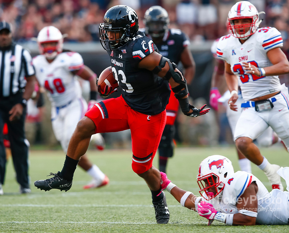 CINCINNATI, OH - OCTOBER 21: Gerrid Doaks #23 of the Cincinnati Bearcats runs the ball during the game against the Southern Methodist Mustangs at Nippert Stadium on October 21, 2017 in Cincinnati, Ohio. (Photo by Michael Hickey/Getty Images) *** Local Caption *** Gerrid Doaks