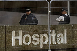 © Licensed to London News Pictures. 06/04/2020. London, UK. Police officers are seen at St Thomas' Hospital in central London where British Prime Minster Boris Johnson, who has contracted COVID-19, has been admitted to the intensive care unit after his conditioned worsened. The United Kingdom has started a third week of lockdown in an attempt to halt the spread of the coronavirus Covid-19. Photo credit: Peter Macdiarmid/LNP