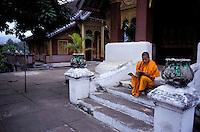 Laos - Luang Prabang -Wat Khi Li - Moine