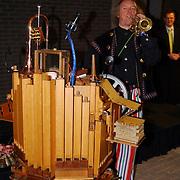 1e Sleutel overhandiging appartementen de Bun project Huizen.troubadour, draaiorgel, trompet