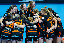 Netherlands (Inger Smits of Netherlands, Merel Freriks of Netherlands, Lois Abbingh of Netherlands, Kelly Dulfer of Netherlands, Jessy Kramer of Netherlands celebrate during the Women's EHF Euro 2020 match between Netherlands and Hungry at Sydbank Arena on december 08, 2020 in Kolding, Denmark (Photo by RHF Agency/Ronald Hoogendoorn)