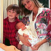 Mrs. Einstein zangeres Suzanne Venneker met baby Nino en zoon Luca Sammie