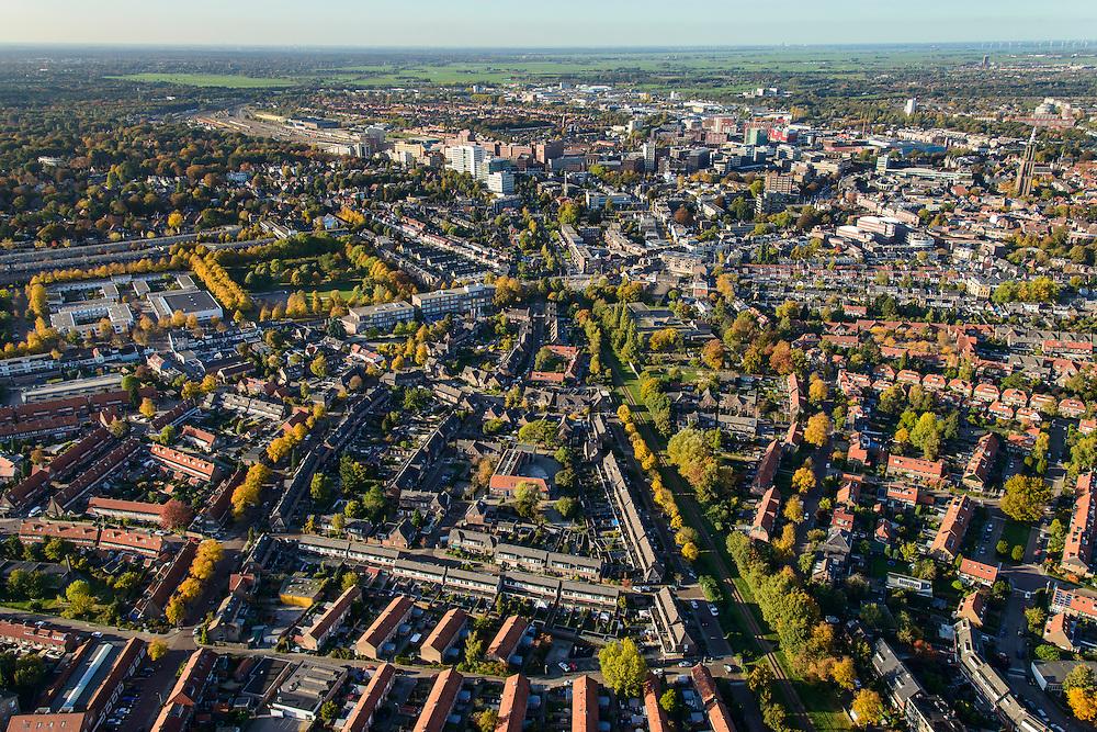 Nederland, Utrecht, Amersfoort, 24-10-2013. Leusderkwartier met centrum in de achtergrond.<br /> Oudere woonwijk met veel stadsgroen. <br /> Older, green residential area Leusderkwartier, the center of Amersfoort in the background.<br /> luchtfoto (toeslag op standaard tarieven);<br /> aerial photo (additional fee required);<br /> copyright foto/photo Siebe Swart.