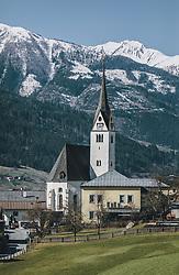 THEMENBILD - die Pfarrkirche von Piesendorf im Frühling, aufgenommen am 14. April 2020, Piesendorf, Österreich // the parish church of Piesendorf in spring on 2020/04/14, Piesendorf, Austria. EXPA Pictures © 2020, PhotoCredit: EXPA/ Stefanie Oberhauser