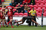 Nathan Earle of Saracens dives over to score his teams 1st try. European rugby Champions cup match, pool 3, Scarlets  v Saracens at the Parc y Scarlets in Llanelli, West Wales on Sunday 15th January 2017.<br /> pic by  Andrew Orchard, Andrew Orchard sports photography.
