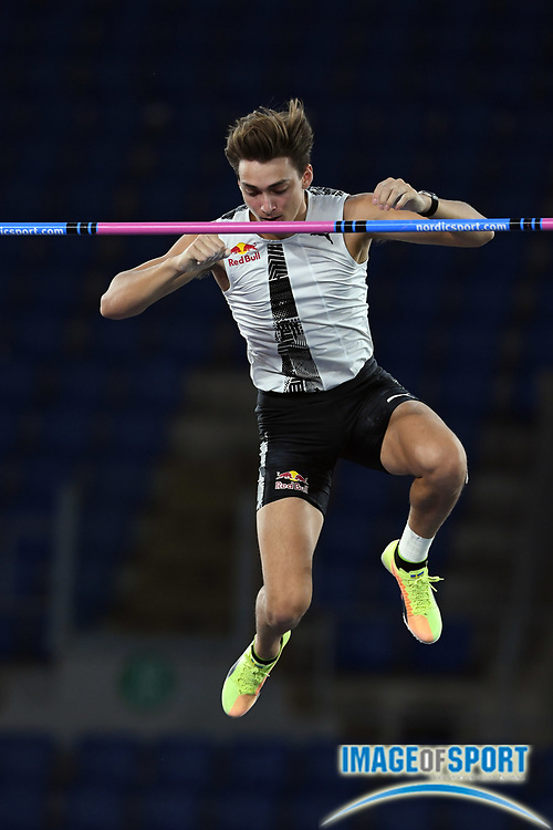 Mondo Duplantis (SWE) wins the pole vault in an outdoor world record 20-2 (6.15m) during the Mennea Golden Gala at Stadio Olimpico, Thursday, Sept. 17, 2020, in Rome. (Jiro Mochizuki/Image of Sport)
