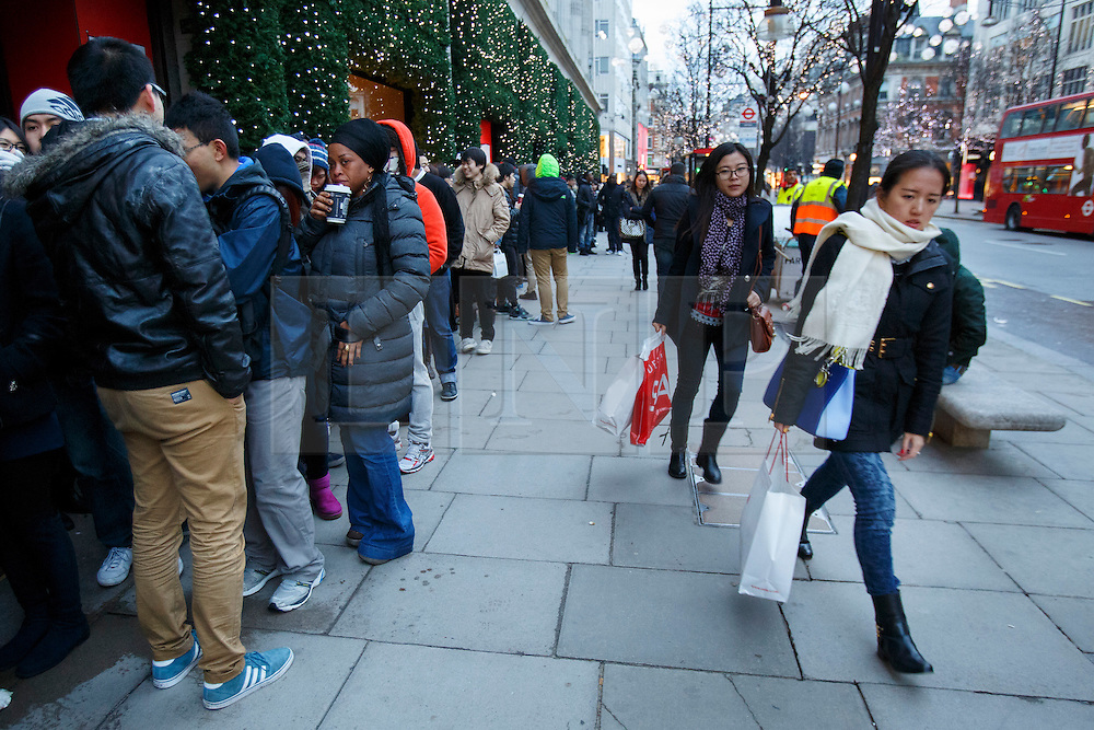© licensed to London News Pictures. London, UK 26/12/2013. People queueing outside Selfridges on Oxford Street, London on Boxing Day. Photo credit: Tolga Akmen/LNP