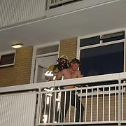 NLD/Huizen/20060510 - Brand in woning Kostmand Huizen, bewoner word uit huis gehaald door de brandweer