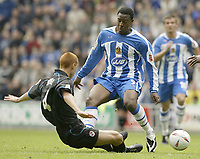 Fotball<br /> England 2004/2005<br /> Foto: SBI/Digitalsport<br /> NORWAY ONLY<br /> <br /> Wigan Athletic v Reading<br /> Coca-Cola Championship<br /> <br /> Wigan's Nathan Ellington takes on Reading's Steve Sidwell