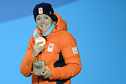 February 15, 2018 - Pyeongchang, South Korea - JORIEN TER MORS of the Netherlands with her gold medal from the Ladies' 1000m speed skating event in the PyeongChang Olympic games. (Credit Image: © Christopher Levy via ZUMA Wire)