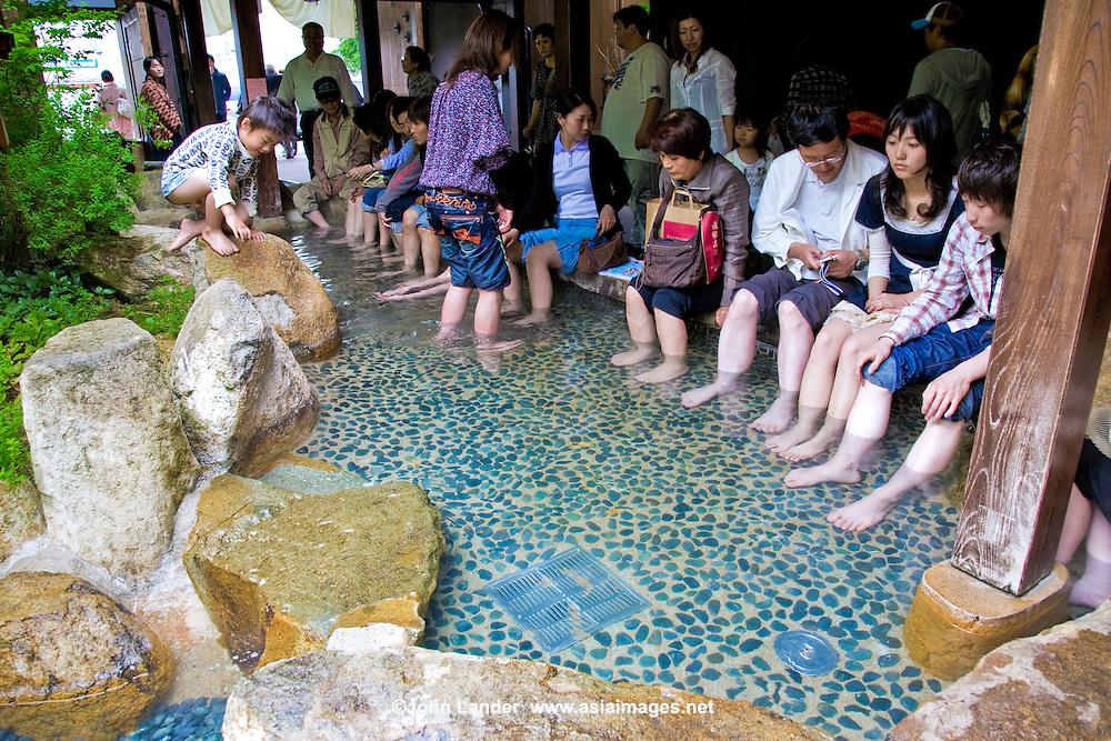 Foot baths are all the rage in Japan, often in front of railway stations in hot spring towns to give tired travelers a rest from their arduous sightseeing schedules.