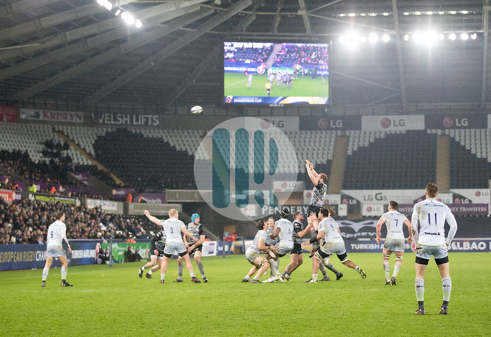 Ospreys' Alun Wyn Jones claims the lineout<br /> <br /> Photographer Simon King/Replay Images<br /> <br /> European Rugby Champions Cup Round 5 - Ospreys v Saracens - Saturday 13th January 2018 - Liberty Stadium - Swansea<br /> <br /> World Copyright © Replay Images . All rights reserved. info@replayimages.co.uk - http://replayimages.co.uk