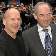 NLD/Amsterdam/20060626 - Premiere Over the Edge, Bruce Willis en burgmeester Job Cohen