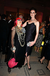 Left to right, ZANDRA RHODES and ERIN O'CONNOR at the British Fashion Awards 2006 sponsored by Swarovski held at the V&A Museum, Cromwell Road, London SW7 on 2nd November 2006.<br /><br />NON EXCLUSIVE - WORLD RIGHTS