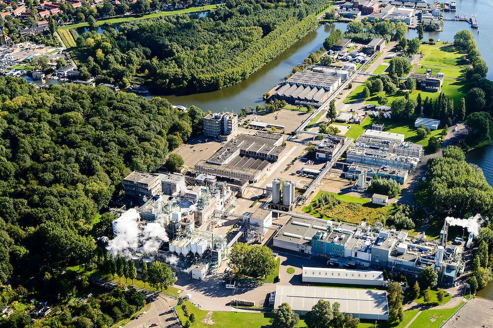 Nederland, Noord-Holland, Amsterdam, 27-09-2015; Nieuwendammerham  Industrieterrein Noord 7, vestiging van chemieconcern AKZO Nobel. De chemische fabriek is plaatselijk bekend onder de historische naam Ketjen; voorheen zwavelzuurfabriek, nu fabricage katalysatoren door Albemarle Catalysts Company<br /> Chemical plant for manufacture of catalysts in north of Amsterdam.<br /> luchtfoto (toeslag op standard tarieven);<br /> aerial photo (additional fee required);<br /> copyright foto/photo Siebe Swart