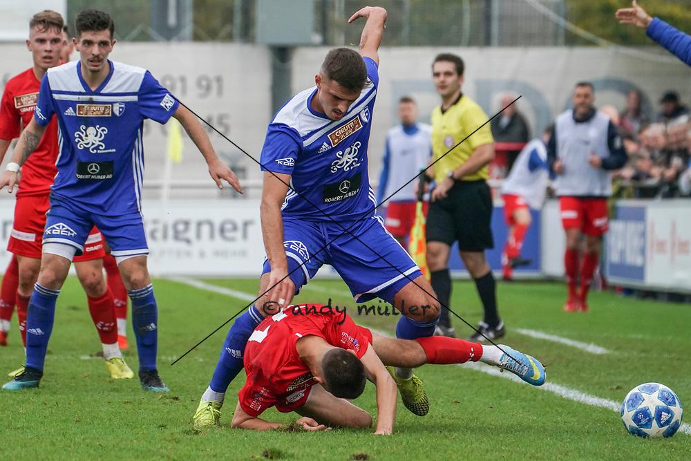 19.10.2019; Wohlen; Fussball 1.Liga - FC Wohlen - Zug 94;<br /> Gianluca Galbucci (Wohlen) Esat Balaj (Wohlen) Olivier Kleier (Zug) <br /> (Andy Mueller/freshfocus)