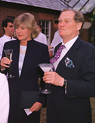 The EARL & COUNTESS OF SUFFOLK & BERKSHIRE at a dinner in London on 24th May 1999.MSK 32