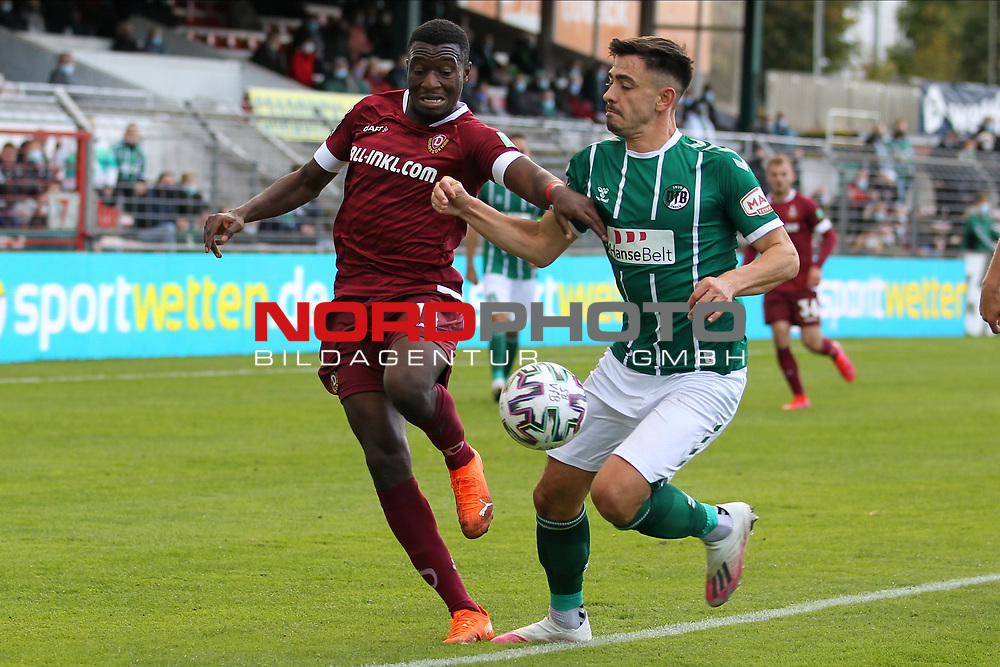17.10.2020, Dietmar-Scholze-Stadion an der Lohmuehle, Luebeck, GER, 3. Liga, VfB Luebeck vs SG Dynamo Dresden <br /> <br /> im Bild / picture shows <br /> Agyemang Diawusie (SG Dynamo Dresden) im Zweikampf gegen Nico Rieble (VfB Luebeck) <br /> <br /> DFB REGULATIONS PROHIBIT ANY USE OF PHOTOGRAPHS AS IMAGE SEQUENCES AND/OR QUASI-VIDEO.<br /> <br /> Foto © nordphoto / Tauchnitz