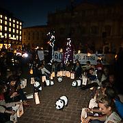 L'ora della Terra a Milano eidizione 2012   .Volontari Wwf in Piazza della Scala..Earth  Hour 2012 edition in Milan.Wwf volunteers in Scala square