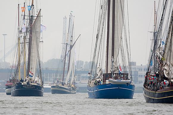 © Sander van der Borch. Rotterdam, 15 October 2008. Start of Race of the Classics in Rotterdam