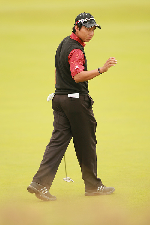 CARNOUSTIE, SCOTLAND - JULY 22:  Andres Romero reacts to a birdie putt during the fourth round of the 136th Open Championship in Carnoustie, Scotland at Carnoustie Golf Links on Sunday, July 22, 2007. (Photo by Darren Carroll/Getty Images) *** LOCAL CAPTION *** Andres Romero