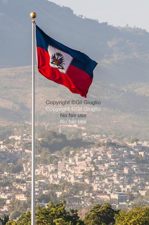 Haïti, Port-aux-Prince, quartier Canapé Vert vu depuis Place d'Armes, centre ville // Haiti, Port au Prince, Port au Prince, Canape Vert township from Place d'Armes in downton