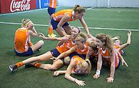 TUCUMAN  Argentinie - Het Nederlands vrouwen hockeyteam bracht de ochtend op de rustdag door met het uitlopen en een partijtje voetbal op een indoor voetbalveldje in de stad. ANP KOEN SUYK