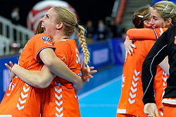 13-12-2019 JAP: Semi Final Netherlands - Russia, Kumamoto<br /> The Netherlands beat Russia in the semifinals 33-22 and qualify for the final on Sunday in Park Dome at 24th IHF Women's Handball World Championship / Team Netherlands celebrate Danick Snelder #10 of Netherlands