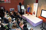 Prinses Maxima is aanwezig in Austerlitz bij het vijfjarig bestaan van Women on Wings. De organisatie heeft als doel in tien jaar 1 miljoen vrouwen op het platteland in India aan een baan te helpen.