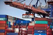 Nederland, the Netherlands, Rotterdam, 3-9-2019Containeroverslag in de rotterdamse haven op de 2e maasvlakte, bij APM en euromax terminal, terminals.Foto: Flip Franssen