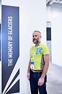 """Il ricercato Roberto Colucci, ricercatore del CNR e professore all'università di Trieste all'interno del festival delle scienze di Trieste ESOF, dove ha presentato un suo progetto sul ghiacciaio del Kanin. """"6000 anni fa iniziava una nuova era glaciale che ha avuto il suo picco nel 1850 con quella che viene chiamata la Piccola Era Glaciale. Di fatto stavamo andando incontro ad una nuova era glaciale, molto lentamente, ma i ghiacciai si stavano espandendo. La rivoluzione industriale ha interrotto tutto questo."""" """" Credo sia necessaria una transizione energetica epocale nei prossimi 20 anni. Le emissione stanno aumentando nonostante si parli molto di cambiamento climatico. L'umanità deve essere pronta a questo cambiamento"""". Friuli Venezia Giulia, Settembre 2020."""