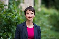 DEU, Deutschland, Germany, Freital, 21.08.2014: Portrait Dr. Frauke Petry, Landesvorsitzende der AfD in Sachsen, am Rande einer Wahlveranstaltung der Partei Alternative für Deutschland (AfD) im Weingut Pesterwitz in Freital.