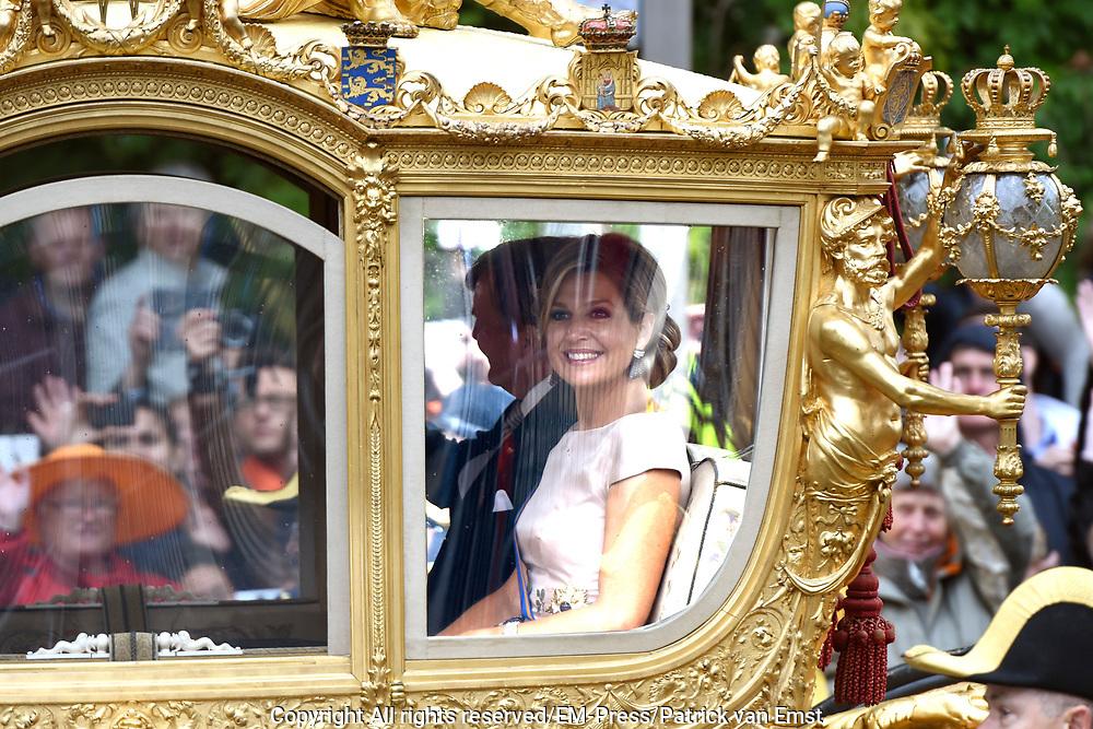 Prinsjesdag - Koninklijke familie in de Gouden Koets<br /> <br /> Budget Day - Royal family in the Golden Coach<br /> <br /> Op de foto / On the photo:  Koning Willem Alexander en Koningin Maxima in de Gouden Koets / King Willem Alexander and Queen Maximas in the Golden Coach